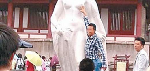 黄啸:王珞丹怒斥雕像袭胸者是好事