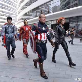 潘石屹张旭豪玩cosplay 携众超级英雄惊现SOHO送餐!