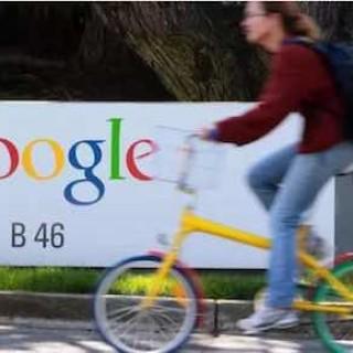 为了帮你更机智地对话,Google在即时通信应用里加了个聊天机器人
