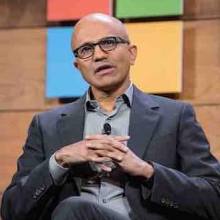 彭博商业周刊封面:微软的未来是聊天机器人?