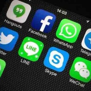 微信引领全球多功能社交,但下一代社交霸主出自AI聊天?