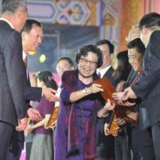 刘爱琴 周秉德 陶斯亮 朱和平...红二代集体助力爱尔公益慈善之夜
