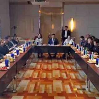 上海巨鹏总裁李如·修身出席摩洛哥一带一路访问团临沂座谈会