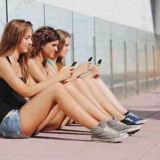 回顾朋友圈进化史:朋友圈进化论揭示社交关系的新生和衰亡
